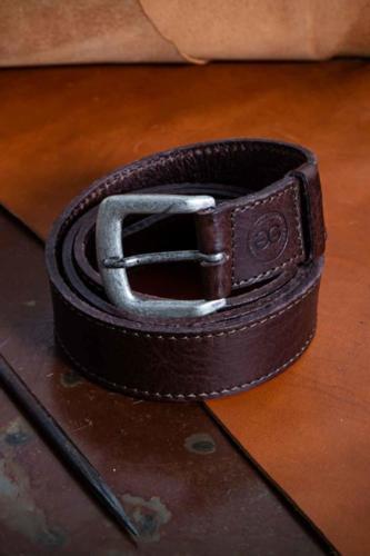 Cintura Uomo Testa di Moro Con Cucitura a Contrasto e Fibbia Sportiva