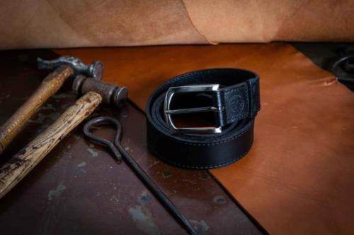 Cintura Uomo Nera Martellata Con Cucitura Classica