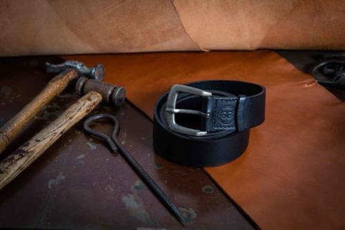 Cintura Uomo Nera Semplice Con Fibbia Sportiva